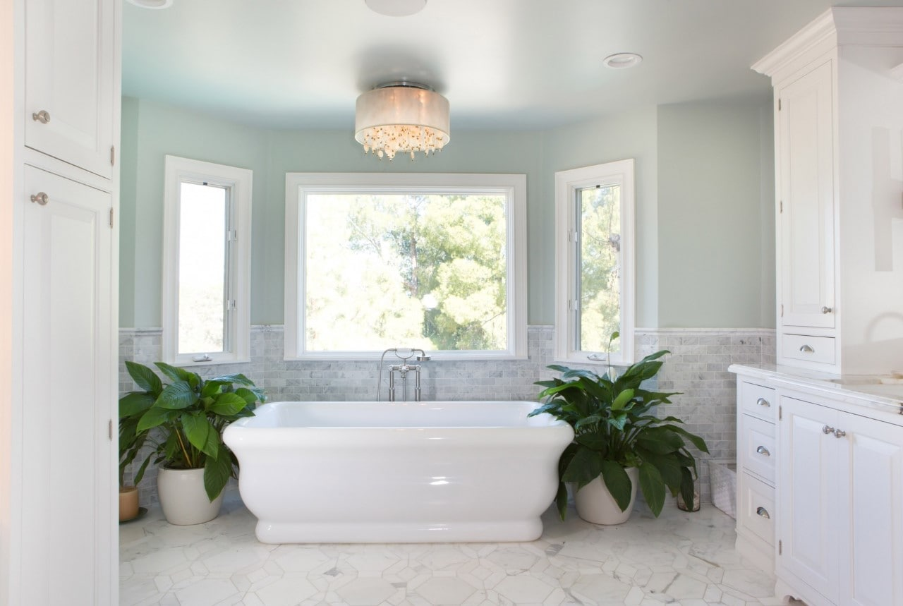 A bathtub remodeled by Donlon Plumbing in Ventura County California